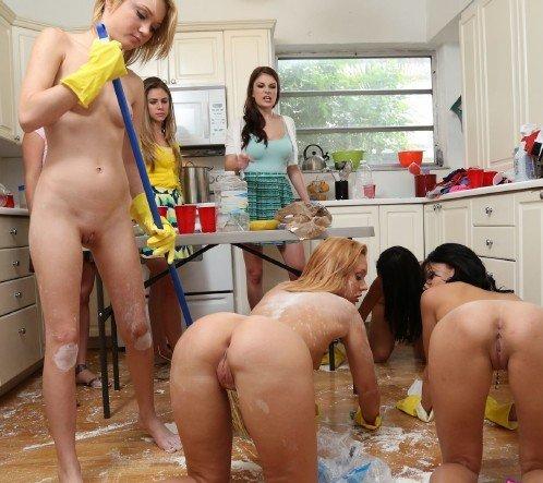 голые студентки фото в общаге